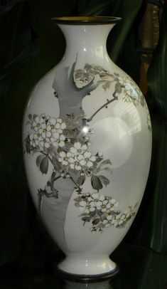 Porcelain Vase, Fine Porcelain, Japanese Bowls, Kitchen Ornaments, Keramik Vase, Art Japonais, Antique Chandelier, Crystal Vase, Japanese Porcelain
