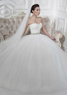 Gorgeous Tulle Bateau Neckline Ball Gown Wedding Dresses