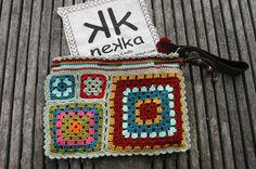 crochet clutch purse http://nekka-lmorais.blogspot.pt/p/carteira-de-mao-e-clutch.html?m=1
