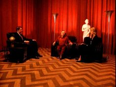 Las cortinas rojas del surrealismo.