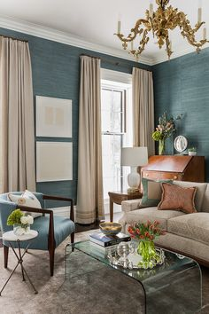 We love bringing texture to a space for added dimension and visual interest. This beautiful blue grasscloth wallpaper does just that, and gives an extra layer of sophistication to this already stylish space.