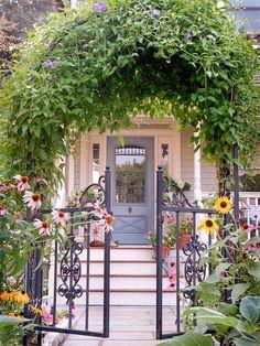 Pergola Garten Tür Sonnenblumen Waldreben