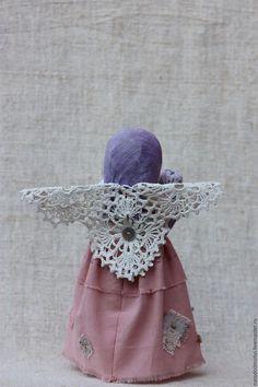 Купить или заказать Кукла Ангел 'Долгожданное счастье'(розовый, сиреневый, голубой) в интернет-магазине на Ярмарке Мастеров. Кукла Ангел-хранитель 'Долгожданное счастье', нежный, торжественный, романтичный и в то же время очень теплый и домашний. Этот милый ангелок станет прекрасным подарком и оберегом для тех, у кого появился малыш и для тех, кто только планирует стать мамой и папой :) В зависимости от того, кого ожидает пара - малыши (пеленашки) спокойно переставляются:)...можно оставить…
