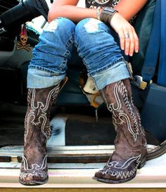 a girl n' her boots. and her beat up ol truck. {junk gypsy co}