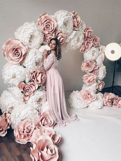 How To Make Huge Paper Flowers On Your Ho /Nice How To Make Huge Paper Flowers On Your Ho / Blush Pink Floating flowers for Wedding Backdrop Paper pom pom flowers weddings decorations flower wall Diy Wedding, Dream Wedding, Wedding Day, Trendy Wedding, Paper Flowers Wedding, Flower Wall Wedding, Wedding Paper, Giant Paper Flowers, Paper Flower Wall