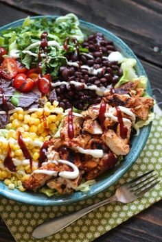 BBQ Chicken Chopped Salad via Alaska from Scratch (check for gf versions, esp. Healthy Salads, Healthy Eating, Healthy Recipes, Clean Eating, Summer Salads, Soup And Salad, Salad Recipes, Avocado Recipes, Bacon Avocado