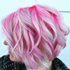 Pink Wavy Bob With Platinum Highlights Blonde Hair With Pink Highlights, Pink Blonde Hair, Pink Ombre Hair, Magenta Hair, Hot Pink Hair, Blonde With Pink, Hair Color Pink, Platinum Blonde Hair, Fuchsia