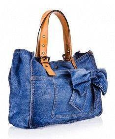 Nice looking denim bag -- Boni Azul -Jeans Diy Jeans, Denim Purse, Tote Purse, Denim Bags From Jeans, Tote Bags, Denim Ideas, Denim Crafts, Recycled Denim, Handmade Bags