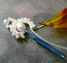 Mount Jewelry - How to Make and Sell, Step by Step, Ideas and More!: Frivolité and bijus Needle Tatting, Tatting Lace, Tatting Tutorial, Tutorial Crochet, Tatting Jewelry, Tatting Patterns, Lace Making, Fabric Jewelry, Bobbin Lace