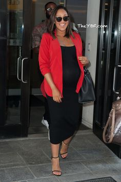 """Beyonce Shares FAB Flicks From Vegas + Kerry Washington & Tamera Mowry Housley Hit Up """"GMA"""" + Raven Symone Spotted Outside """"The View"""" Studio"""