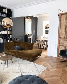 Gardening living room home decor house decoration luxury black wall gold antique mirror dining room Trendy Living Rooms, Home And Living, Apartment Living Room, Living Room Grey, Rooms Home Decor, House Interior, Interior Architecture, Apartment Decor, Apartment Interior