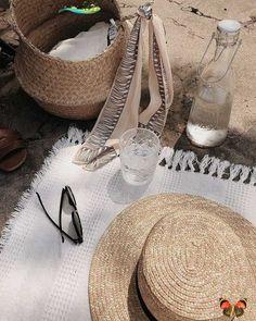 honweetkiss<br> Beige Aesthetic, Summer Aesthetic, Minimalist Street Style, Minimalist Fashion, Summer Feeling, Summer Vibes, Fall Inspiration, Foto Casual, Girls Heels