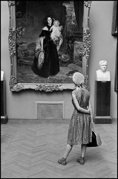 Russians by Constantine Manos, Moscow Museum Photography, Street Photography, Art Photography, Night At The Museum, Photographer Portfolio, Famous Photographers, Magnum Photos, Illustrations, Vintage Photographs