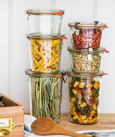 Flat tops make it easy to stack food-storage jars, helping conserve precious pantry space. Clear glass makes it easy to ID what's inside. From @weckjars