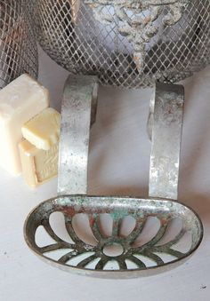 Metal soap dish, hangs on side of the tub! by BrocanterieBelleAmi, $19.00