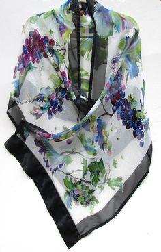 GRAPEVINE envoltura de seda pintado a mano Original pañuelo de seda de diseño vino Viña uva o chal por seda sirena en SilkSiren.com Lynn Manso