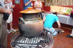 La olla de barro en que se hace la sopa de la milpa!