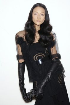 Givenchy at Couture Spring 2006 - Runway Photos Black Leather Gloves, Leather Pants, Leather Outfits, Leather Fashion, Fashion Boots, Long Gloves, Women's Gloves, Elegant Gloves, Elegant Woman