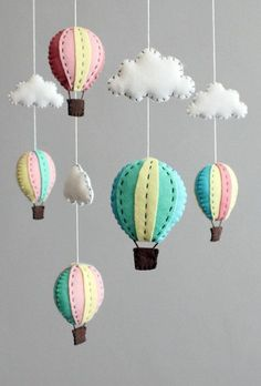 selber basteln - kreative Bastelideen für ein tolles Babymobile diy baby mobile kit - make your own hot air balloon crib mobile, pink blue turquoise Baby Crafts, Felt Crafts, Diy And Crafts, Kids Crafts, Baby Ballon, Felt Mobile, Mobile Mobile, Mobile Craft, Cloud Mobile