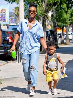 Natural beauty: The kicked off her Saturday with her two-year-old tot in Beverly Hills for lunch before heading off to Studio City for an event; pictured heading to the event Summer Outfits, Casual Outfits, Cute Outfits, Fashion Outfits, Kelly Rowland Style, Black Families, Got The Look, Her Style, Casual Chic