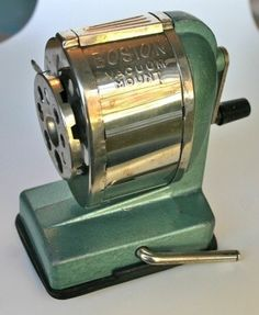 Old school pencil sharpener Remember the smell of the shavings? Still my favorite kind of pencil sharpener. School Memories, My Childhood Memories, Great Memories, 90s Childhood, Photo Vintage, My Memory, The Good Old Days, Good Old Times, In Kindergarten