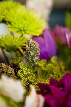 Re-significado de la marihuana en las culturas, usado como uno de los componentes de los arreglos para bodas en USA