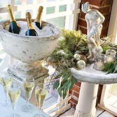 Keep Champagne Cool with Snow - Elegant Christmas entertaining Christmas Entertaining, Christmas Brunch, Noel Christmas, Holiday Parties, Christmas Ornaments, Christmas Stuff, Christmas Decorations, Holiday Decor, Holiday Ideas