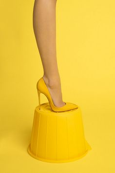Yellow by Luke Stephenson💛 Fine Art 📸 Photographie aux nuances de jaune no 34 📸 Yellow Submarine, Yellow Fashion, Monochrom, Shades Of Yellow, Golden Yellow, Happy Colors, Mellow Yellow, Color Yellow, My Favorite Color