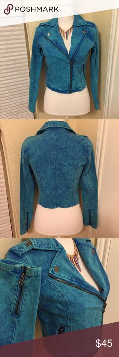 """ONNAME Denim Jacket w/ Zippers Awesome vibrant blue washed out denim jacket. Stamped """"sample"""" on inside but label says it is a Medium. Color is perfect for spring! Great layering piece. Not sure fabric content but does have some nice stretch to it. Seems a little on the smaller side. NWT ONNAME Jackets & Coats Jean Jackets"""