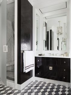 Glamorous black and white bathroom. Meet New York and Chicago-based architect and designer Joan Craig of Lichten Craig, and get to know more of her gorgeous interiors!