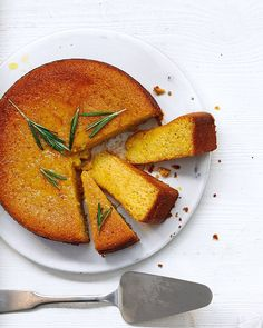 Honey, Rosemary & Yogurt Polenta Cake - Honey & Rosemary add a delicate floral flavor to this easy Italian drizzle cake. Plus the addition of orange juice & Greek yogurt keeps it wonderfully moist. Sweet Recipes, Cake Recipes, Dessert Recipes, Polenta Cakes, Yogurt Cake, Yummy Food, Tasty, Honey Cake, Cooking Recipes