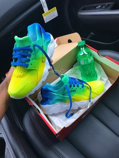 Image of Custom 💦Clean Sprite Huarahes💚🍋 Best Sneakers, Custom Sneakers, Shoes Sneakers, Custom Shoes, Nike Shoes Huarache, Huaraches Shoes, Sneakers Fashion Outfits, Nike Outfits, Jordan Shoes Girls