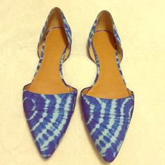 J.Crew Blue Flats GORGEOUS Blue Flats. Size 9.5. Only worn once or twice, the only sign of wear is the light scuffs on sole of shoe(as shown in picture). Other than that they are like new. Super fun design. Really cute for spring and summer. J. Crew Shoes Flats & Loafers