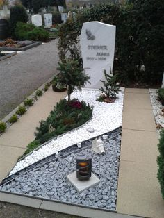 Modern grave design with gravel - Garden Design Ideas