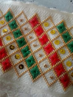 Vicky de Molina's media content and analytics Hand Embroidery Flowers, Hand Work Embroidery, Machine Embroidery Designs, Knot Blanket, Blanket Stitch, Hardanger Embroidery, Embroidery Stitches, Cross Stitch Flowers, Cross Stitch Patterns