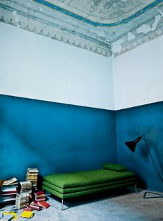 Are you looking to add more color to your interior spaces? Two-toned and half painted walls walls can refresh a scheme, add elegance t… Blue Rooms, Blue Walls, Half Painted Walls, Interior Decorating, Interior Design, Decorating Games, Design Art, Modern Design, Design Ideas