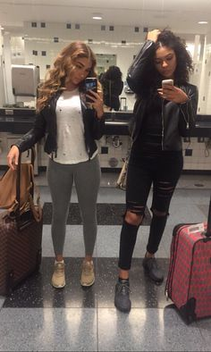 Cute outfit (right) winter outfit Tomboy Fashion, Fashion Moda, Fashion Killa, Dope Outfits, Casual Outfits, Fashion Outfits, Fall Winter Outfits, Autumn Winter Fashion, Looks Style