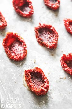 How to Make Sundried Tomatoes - You'll be amazed at how easy and cheap this is! Gf Recipes, Veggie Recipes, Cooking Recipes, Dinner Recipes, Healthy Recipes, Sundried Tomato Recipes, Dried Vegetables, Veggies, Hotel Food