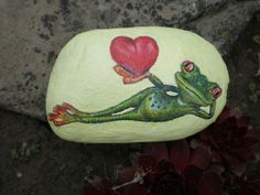 Painted frog rocks are same with another rock painting. It proves that a rock can be turning to something valuable. See many examples of this extraordinary frog painted rocks. Heart Painting, Pebble Painting, Love Painting, Pebble Art, Painted Rocks Craft, Hand Painted Rocks, Painted Stones, Rock Painting Patterns, Rock Painting Ideas Easy