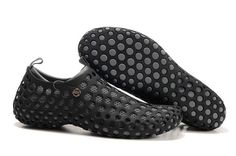 Zvezdochka shoes, named after the 1st dog in space, (on Sputnik 10 in 1961), by London-based, Australian designer, Marc Newson for Nike. (2001) marc-newson.com