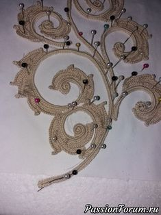 How to do a curl to the left)))) - record of the user of Natali (Nalalya) in the community Knitting a hook in category the Irish lace Freeform Crochet, Thread Crochet, Crochet Motif, Crochet Designs, Crochet Stitches, Crochet Patterns, Irish Crochet Tutorial, Crochet Flower Tutorial, Crochet Leaves
