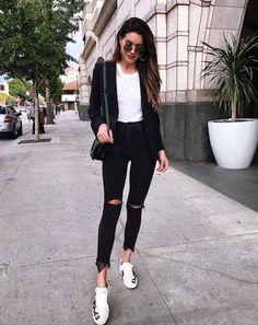 25 Best Smart Casual Outfit Inspiration For Ladies - MR KOACHMAN - - Which pair of jeans goes best with this top? Which pair of shoes would match my hand bag? Here are 25 Best Smart Casual Outfit Inspiration For Ladies. Outfit Formal Mujer, Best Smart Casual Outfits, Smart Casual For Ladies, Casual Outfits For Ladies, Smart Casual Women Jeans, Smart Casual Women Evening, Smart Casual Fashion Women, Mode Outfits, Fashion Outfits