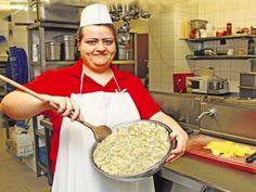 Zemiakový šalát 9-krát inak Russian Recipes, Pasta Salad, Salad Recipes, Side Dishes, Sandwiches, Good Food, Treats, Cooking, Polish