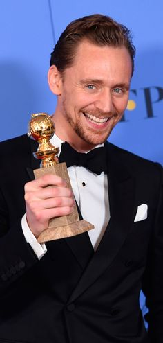 Tom Hiddleston at the 74th Annual Golden Globe Awards   Press Room - 8th January 2017. Source: http://tomhiddleston.us/gallery/thumbnails.php?album=876 Full size image: http://tomhiddleston.us/gallery/albums/2017/Events/Jan8thPress/073.jpg