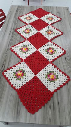 29 Ideas For Quilting Patterns Easy Squares Table Runners - Diy Crafts Crochet Quilt, Crochet Home, Crochet Granny, Crochet Motif, Crochet Crafts, Crochet Doilies, Crochet Projects, Diy Crafts, Crochet Square Patterns