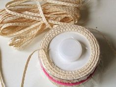 How to make a doll's straw hat Barbie Furniture Tutorial, Diy Hat, Diy Straw Hat, Hat Tutorial, Barbie Patterns, Barbie Accessories, Doll Shoes, Hat Making, Fabric Dolls