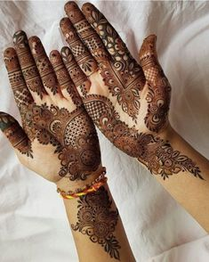 Arabic mehndi art is widely popular all over the world due to its simplicity and abstract designs. The flower and leaf design starts from the thumb and extends till the calf. Black mehndi is used to draw the borders and henna is used to fill up the entire pattern. #New_mehndi_design #Hand_mehndi_designs #mehndi_design_2020 #Front_hand_Mehndi_designs #designs_for_wedding Palm Mehndi Design, Mehndi Designs Front Hand, Modern Henna Designs, Latest Arabic Mehndi Designs, Indian Mehndi Designs, Latest Bridal Mehndi Designs, Mehndi Design Pictures, Modern Mehndi Designs, Mehndi Designs For Girls