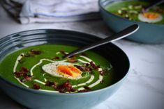 Brokkoli- og spinatsuppe med sprøstekt bacon og kokte egg, er en veldig enkel lunsj! Det er en sunn og næringsrik rett, proppet full i vitaminer og næringsstoffer. Du kan også lage retten til middag, men da kan det være lurt med et stykke ovnsbakt torsk eller laks for at det skal mette mer. Du kan...Les Mer Ramen, Ethnic Recipes, Food, Essen, Meals, Yemek, Eten