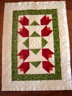 Studio da Berê: Trilho de tulipas em patchwork, quiltado