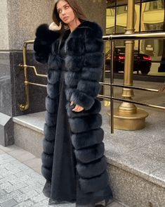 Fox Fur Coat, Fur Coats, Fur Fashion, Winter Fashion, Womens Fashion, Fabulous Furs, Autumn Scenery, Fur Blanket, Oversized Coat